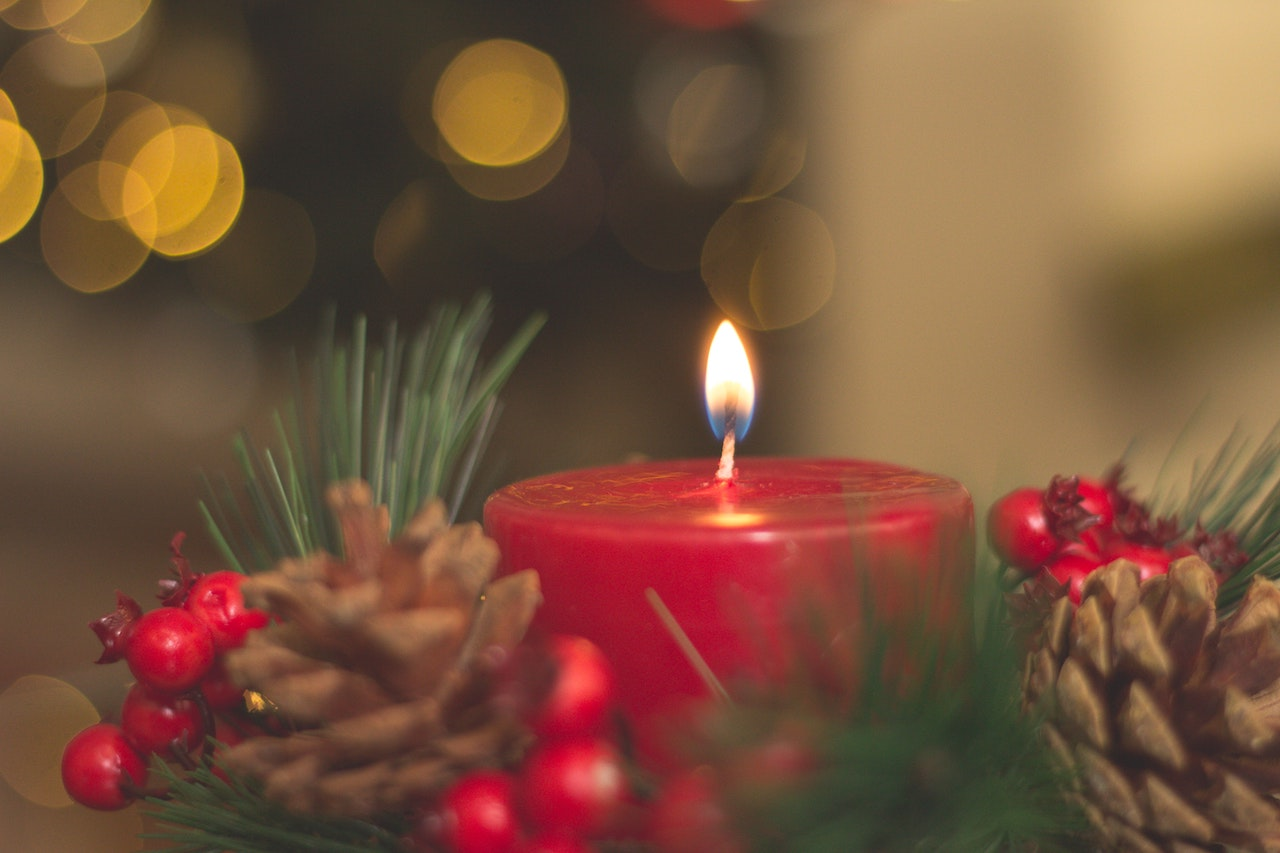 6 Safety Tips to Prevent Fire During Christmas   Holiday Safety   Safe Christmas   Christmas Tree   Fire Prevention Tips   Christmas with a Toddler   Christmas Tips   #Chirstmastips #FirePrevention #FireTips #PreventingFires #SafeHolidays #HolidaySeason #ParentingTips #LifewithaToddler #ChritmaswithToddler
